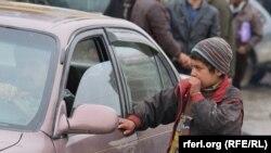 یک طفل کارگر افغان