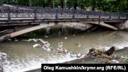 Мусор в симферопольской реке Салгир, архивное фото