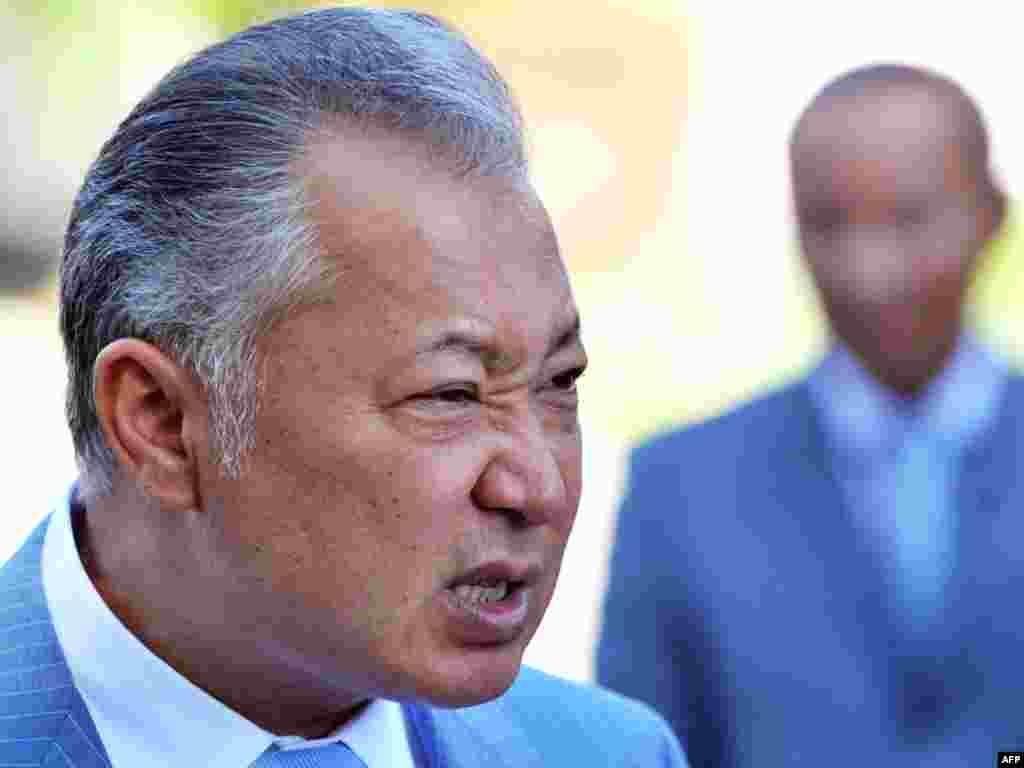 Ну, держитесь! (Бывший президент Кыргызстана после пресс-конференции, 21.07.2009)