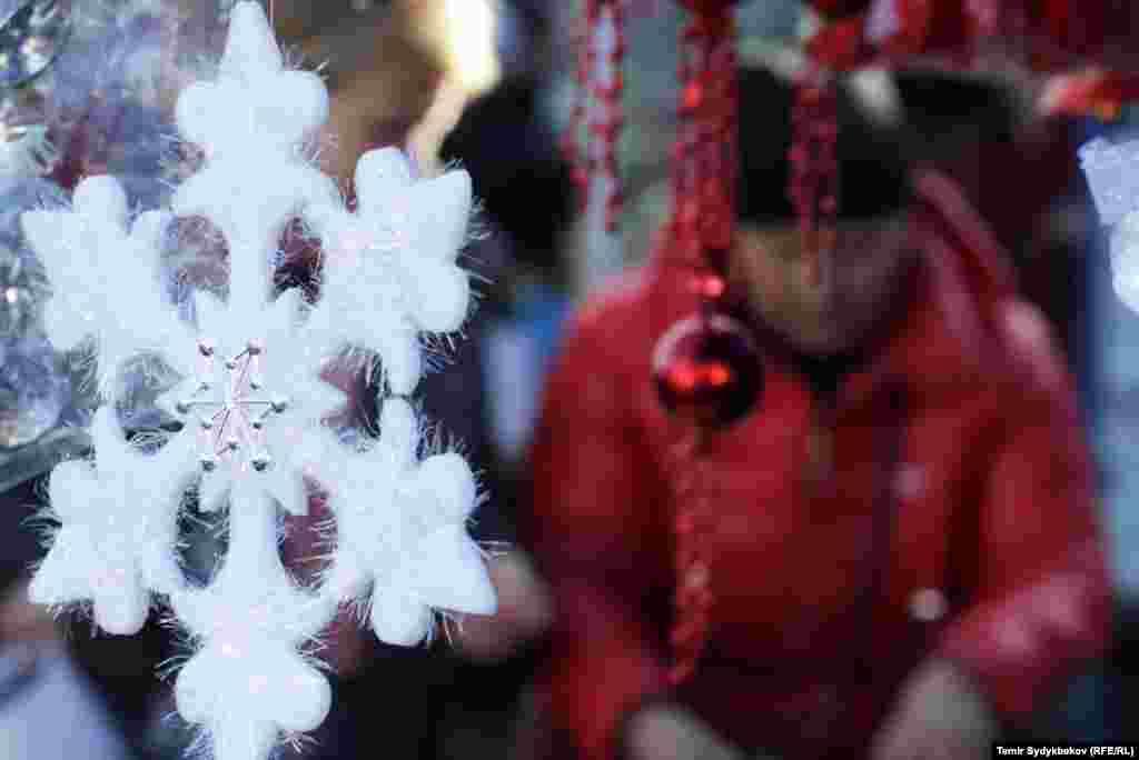 Кыргызстанцы на Новый год будут отдыхать с 31 декабря по 3 января включительно.