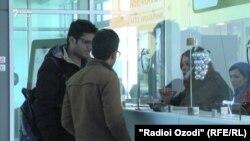 У авиакассы в аэропорту Душанбе. Иллюстративное фото.