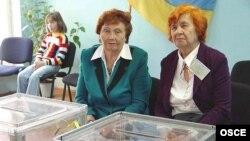 В окружных избиркомах могут свести на нет всю работу «участковых» наблюдателей, считают в «Комитете избирателей Украины»