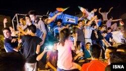 """Nüvə sazişi Tehranın küçələrində """"xalq bayramı""""na səbəb olub"""