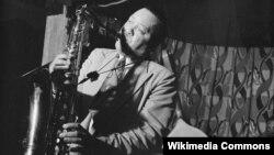 Лестер Янг, През, тенор-саксофонист