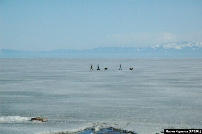 Туристы на Байкале