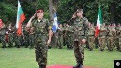Generalul Virgil Bălăceanu, într-o ceremonie înainte de retragerea sa