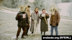 Талакоўцы-калядоўнікі, канец 1980-х. Сяржук Вітушка другі зьлева