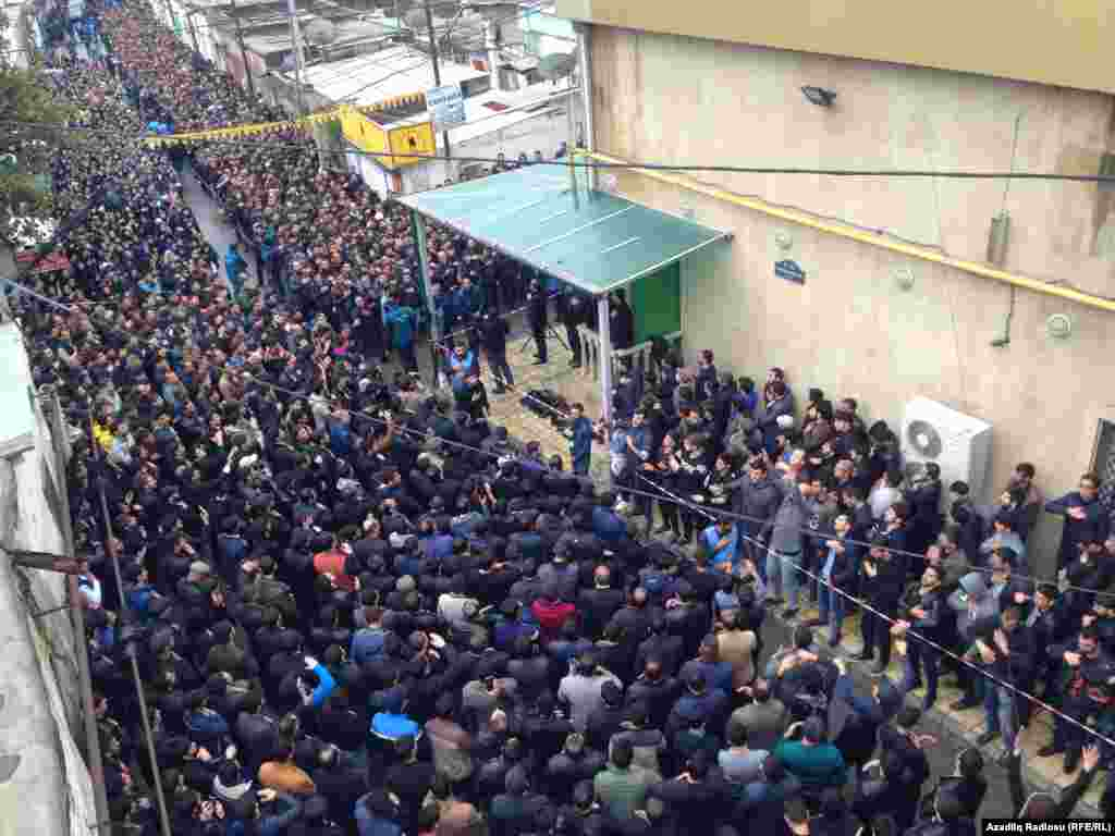Thousands of people lineup in the courtyard of the Mashadi-Dadash Mosque for Ashura prayers.
