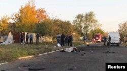 Тіла загиблих під час обстрілу в селищі Сартана, 14 жовтня 2014 року