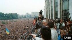 Boris Elțîn la mintingul pentru susținerea democrației, 20 august 1991