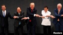 Дональд Трамп и другие политики на саммите АСЕАН в Маниле, 13 ноября 2017
