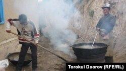 Лейлектин Көк-Таш айылындагы бир тойдон, 2011-жылдын 14-сентябры.