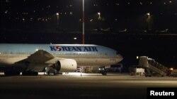 مقامهای اسرائیلی به اکثر مسافران هواپیمایی که از مبدأ سئول وارد شده بود اجازه پیاده شدن ندادند