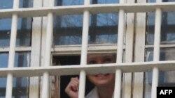 Поранешната украинска премиерка Јулија Тимошенко во затвор во Киев на 4 ноември 2011 година.