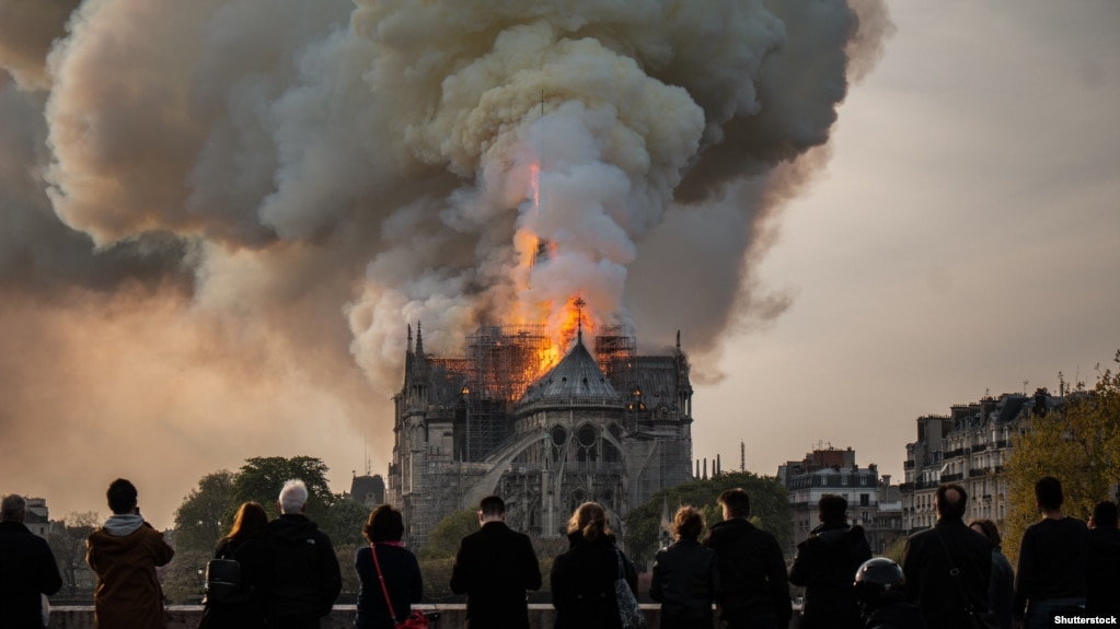 Пажар у Саборы Парыскай Божай Маці