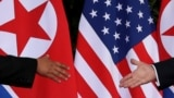 Geçen ýyl Singapurda prezident Donald Tramp we Demirgazyk Koreýanyň lideri Kim Jong Un denuklearizasiýa jarnamasyna gol goýupdylar.