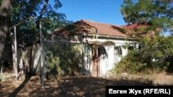 Этот столетний дом давно продается