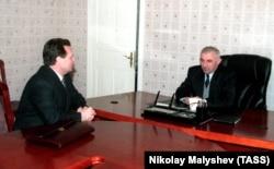 Секретарь Совета безопасности России Иван Рыбкин и президент Чечни Аслан Масхадов, 1998 год