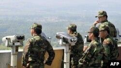 Оңтүстік Корея әскерилері Солтүстік Кореямен араны бөліп тұрған шептегі бақылау бекетінде. Көрнекі сурет.
