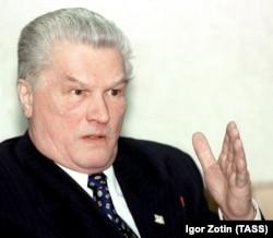 """Генерал ФСБ Геннадий Зайцев, который на пресс-конференции 22 марта 2000 года утверждал, что """"спецгруппа"""" купила мешки с сахаром на местном базаре."""