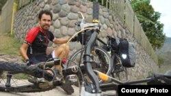 Велосаяхатшы Мағжан Сағымбаев саяхат кезінде (Сурет саяхатшының жеке мұрағатынан алынды).