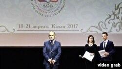 Олимпиада ачылышында Татарстан мәгариф һәм фән министры Энгел Фәттахов чыгыш ясый