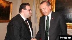 Արա Գոչունյանը Թուրքիայի վարչապետի հետ հանդիպման ժամանակ: 9-ը նոյեմբերի 2010 թ.:
