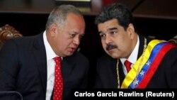 Диосдадо Кабельо (слева) и Николас Мадуро, 24 января 2019 г.