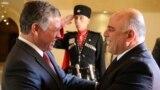 العاهل الأردني الملك عبدالله الثاني يرحب برئيس الوزراء العراقي حيدر العبادي في عمّان