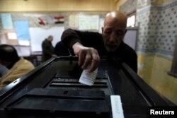 Під час голосування, Каїр, 14 січня 2014 року