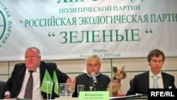 «Зеленые» намерены противопоставить «нечеловеческому» лицу «Гринпис» свое - человеческое