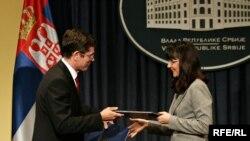 Srbija i Hrvatska su nedavno potpisale bilateralni sporazum o izručivanju građana, 29. jun 2010. Na fotografiji ministri pravde dvije zemlje - Snežana Malović i Ivan Šimonović. Foto: Saša Čolić