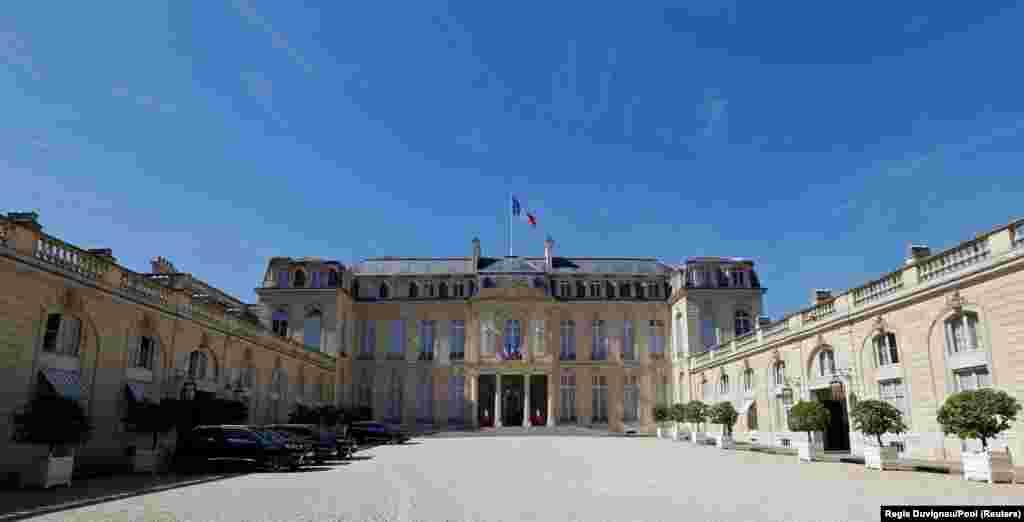 Елисейский дворец (Франция). С 1848 года он стал официальной резиденцией президента Второй республики Луи Наполеона Бонапарта. Здание украшено позолотой, бархатными шторами и большим количеством произведений изобразительного искусства. Название Елисейский происходит от греческого Elysium –мифического рая