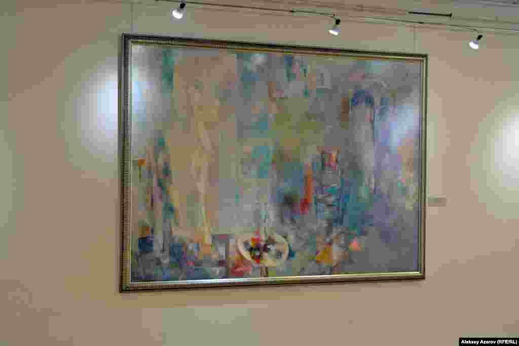 Несколько картин на выставке созданы на тему любви и никакой политики в них нет.Одна из них – «Визит Маргариты» Руслана Аканаева.