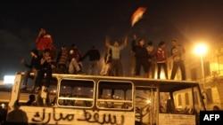 Прославата на плоштадот Тахрир во Каиро по оставката на претседателот Хосни Мубарак