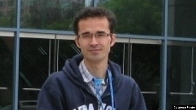 امید کوکبی، محقق علم فیزیک، میگوید که از او خواستهاند یا با پرونده هستهای ایران همکاری کند یا ده سال به زندان برود