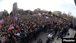 Armenia - Opposition supporters rally in Yerevan's Liberty Square, 1Mar2014.
