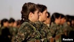 Pripadnice Kurdske jedinice na obuci.
