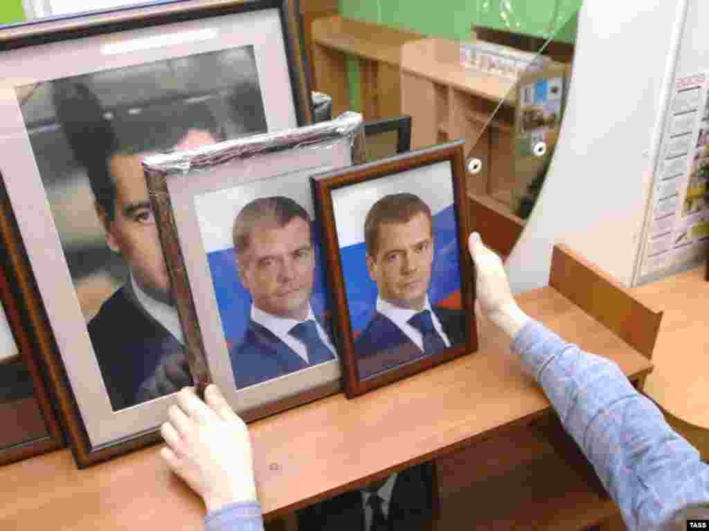 Portraits of Dmitry Medvedev offered for sale in a Moscow store. - Portraits of Dmitry Medvedev offered for sale in a Moscow store, 14 March 2008