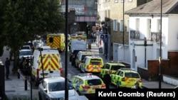 """Полиция и спасатели возле станции метро """"Парсонс-Грин"""" в Лондоне"""