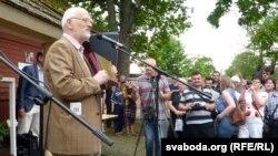 Алесь Марачкін абвяшчае ляўрэата