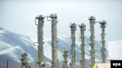 Иранның Арак шәһәрендәге авыр суда эшләүче атом реакторы.