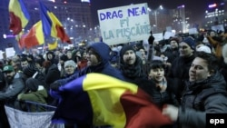Pamje nga protestat e mbëmshme masive në kryeqytetin Bukuresht në Rumani