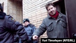 Entrepreneur Aleksei Kozlov is escorted out of a court session in Moscow on March 15.