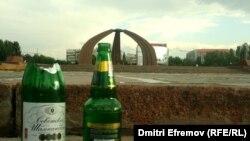 Площадь Победы после свадебных торжеств, Бишкек