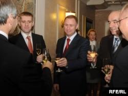 Bivšo predsjedavajući uprave KAP-a Vječeslav Kirilov, tadašnji zamjenik premijera Igor Lukšić i ministar ekonomije Branko Vujović nakon potpisivanja memoranduma o reorganizaciji KAP-a 2009.