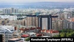 Вид на город Алматы.