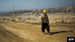 یک کارگر خارجی در قطر