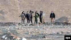 Іракські силовики і судмедексперти на місці масового поховання в місті Хаммам-аль-Аліл, 7 листопада 2016 року