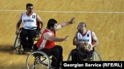 Именно активизация лиц с ограниченными возможностями была главной целью сегодняшнего матча по пара-баскетболу, который во Дворце спорта провела организация «Доступная среда»